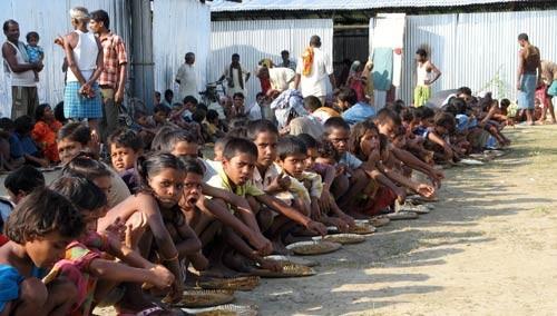1373275643_En-Inde-800-millions-de-personnes-vont-pouvoir-se-nourrir-pour-quelques-centimes-d-euros_grand