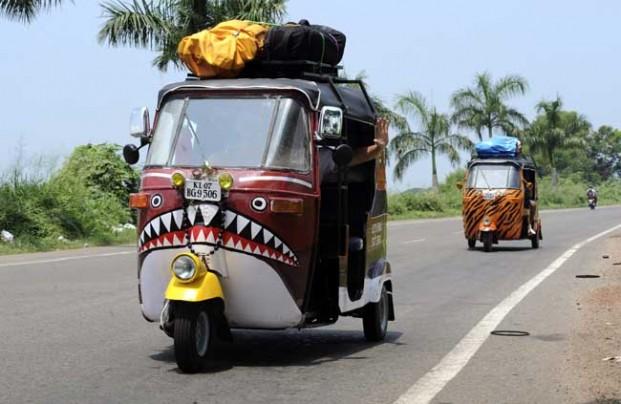 delhi hostel rickshaw